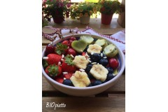 Energy bowl kiwi ciliegie fragole e mirtilli