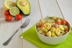 Insalata di pasta avocado e lime
