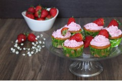 Cupcake con frosting alle fragole