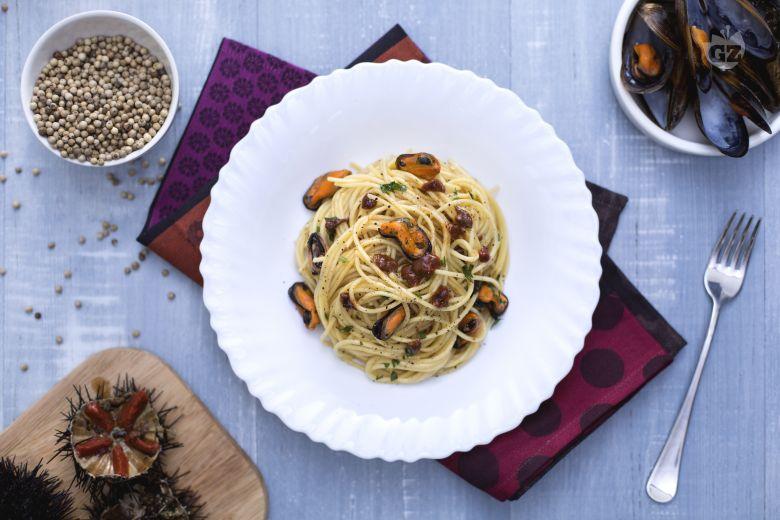 Spaghetti con cozze e ricci di mare