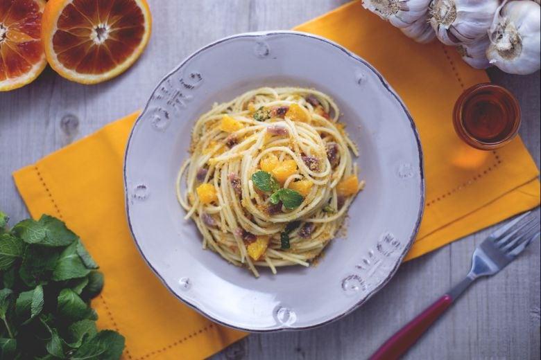 Spaghetti all'arancia con acciughe