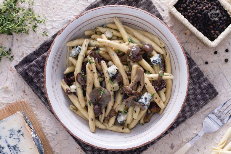 Strozzapreti funghi e gorgonzola