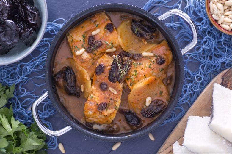 Baccalà con prugne, uvetta e pinoli