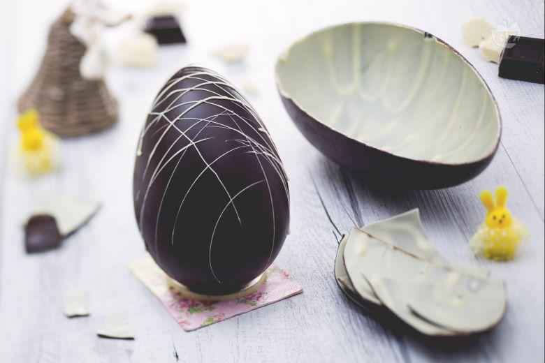 Uovo di Pasqua bigusto al cioccolato fondente e bianco