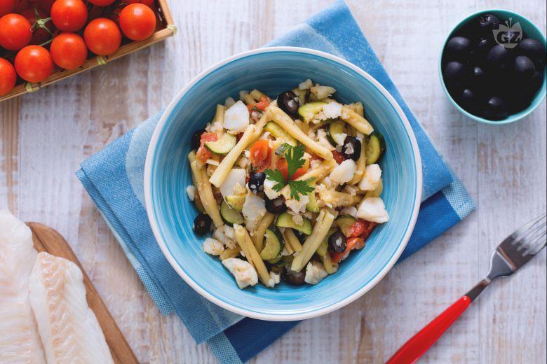Casarecce al sugo di merluzzo, zucchine e olive nere