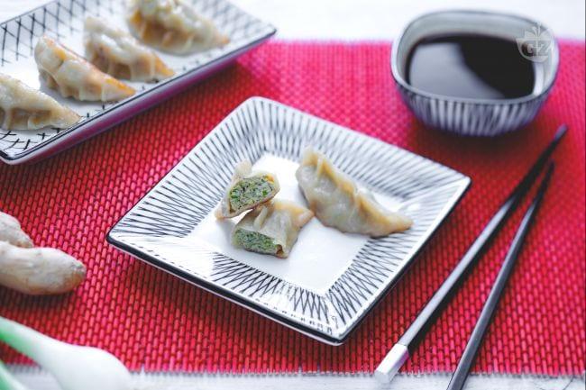 Ricetta Gyoza Giallo Zafferano.Ricetta Ravioli Di Carne Giapponesi Gyoza La Ricetta Di Giallozafferano