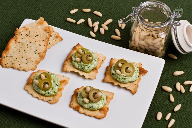 Sfoglie alle olive con pesto e ricotta