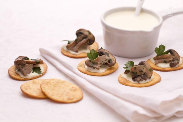 Spianatine con funghi e fonduta di fontina