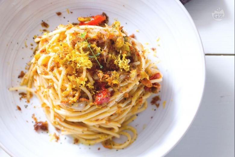 Pasta con fiori di zucca e bottarga