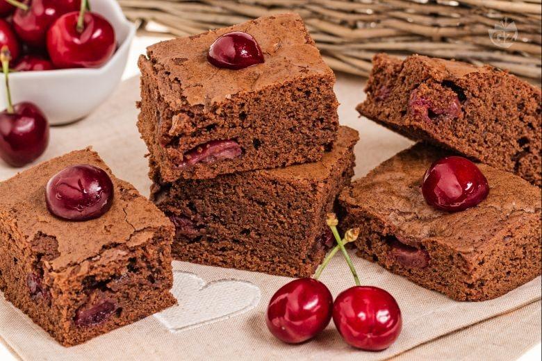 Torta di cioccolato e ciliegie
