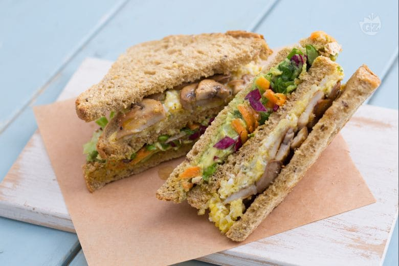 Club sandwich con uova strapazzate
