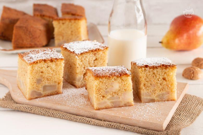 Cake con pere e amaretti