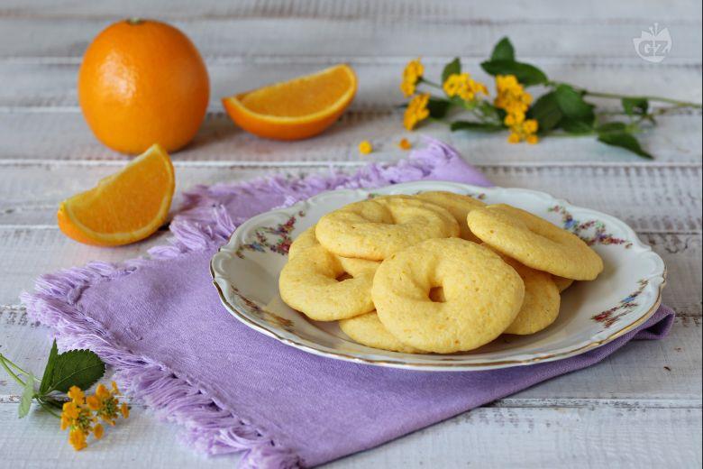 Biscotti con farina di mais e arance