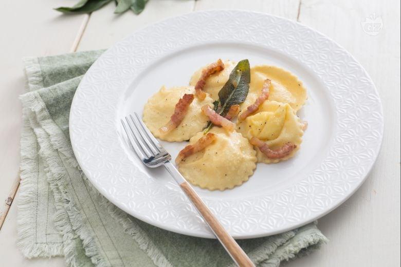 Ravioli alla crema di formaggio e uova
