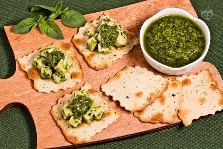 Sfoglie alle olive con insalata di pollo al verde