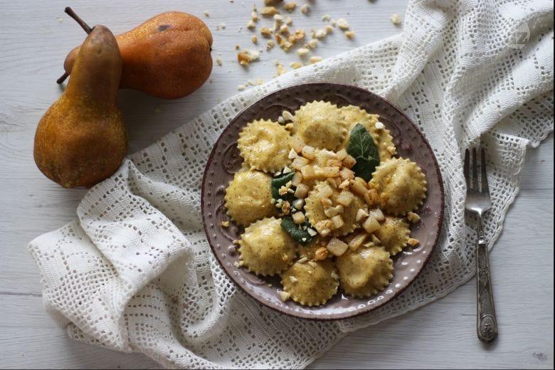 Ravioli di grano saraceno con pere e taleggio