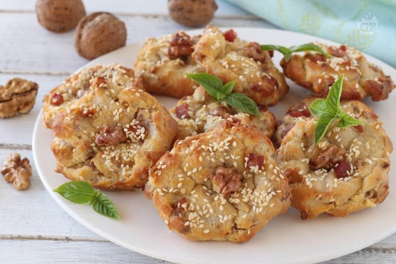 Bignè rustici con pancetta e noci