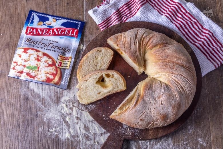 Ciambella di pane al formaggio