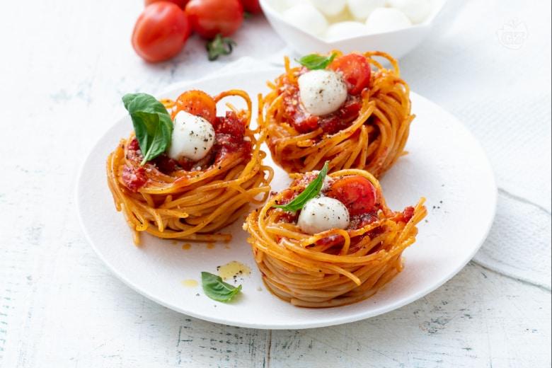 Nidi capresi di spaghetti