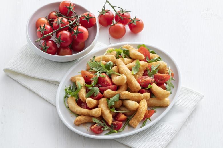 Angioletti fritti con rucola e pomodorini