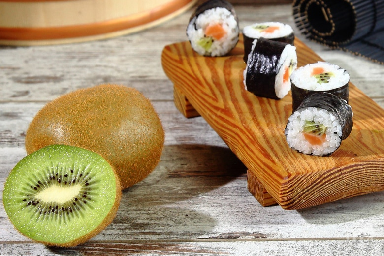 Maki di kiwi e salmone