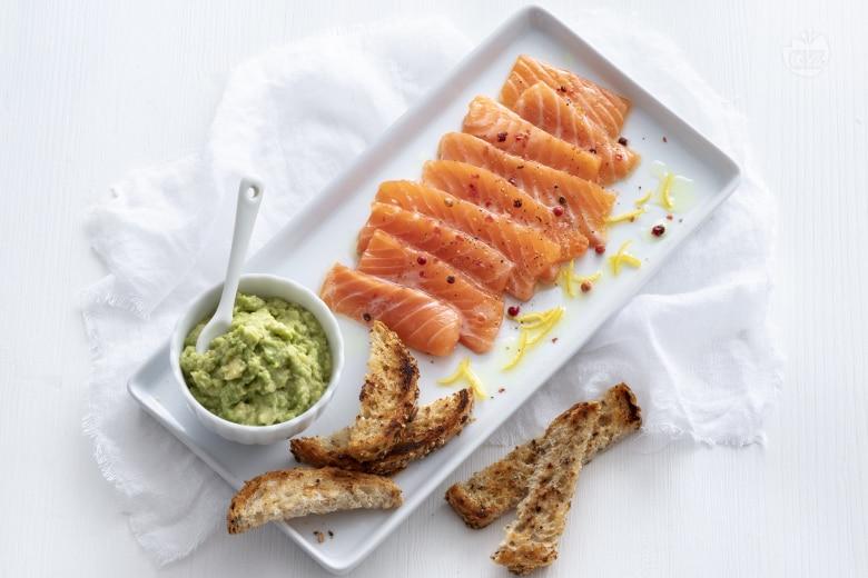 Carpaccio di salmone con guacamole al lime