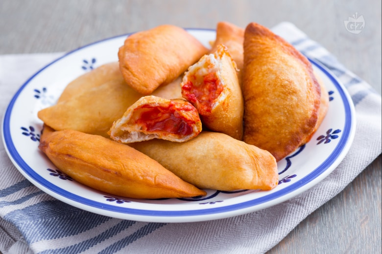 Panzerotti (calzoni) fritti