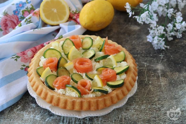 Crostata morbida con zucchine e salmone