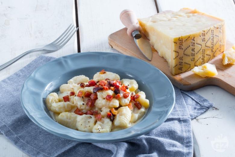 Gnocchi alla paprika con speck e Grana Padano
