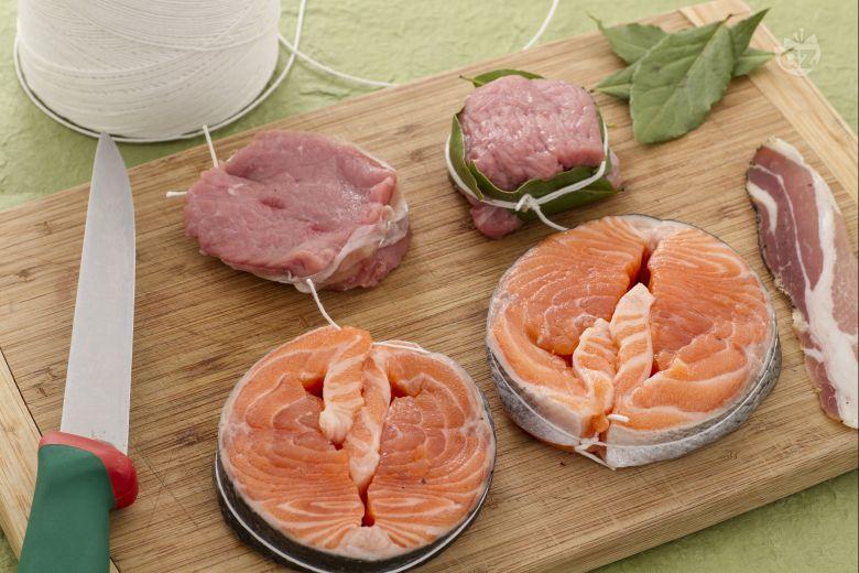 Come realizzare medaglioni di carne e pesce