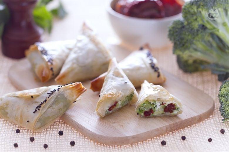 Triangolini di pasta fillo con broccoli e ricotta