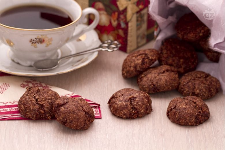 Biscottini speziati con cioccolato e mandorle