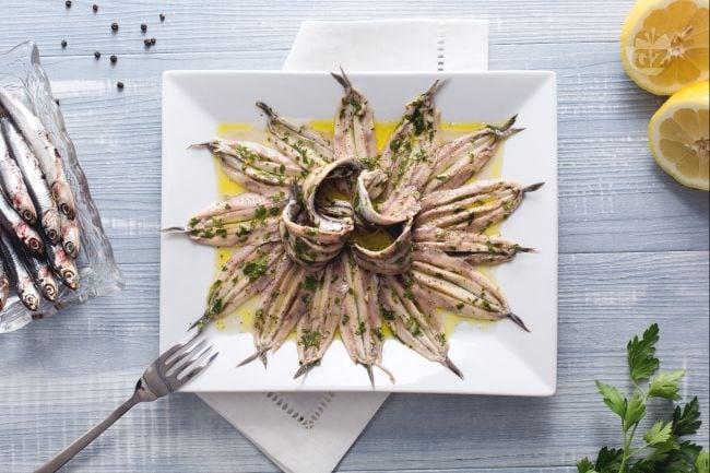 Ricetta alici marinate la ricetta di giallozafferano for Cucina italiana pesce