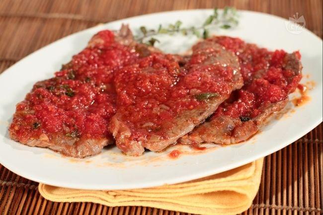 Ricetta fettine al pomodoro timo e maggiorana la for Ricette veloci secondi piatti