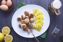 Polpette danesi (Frikadeller) con patate prezzemolate