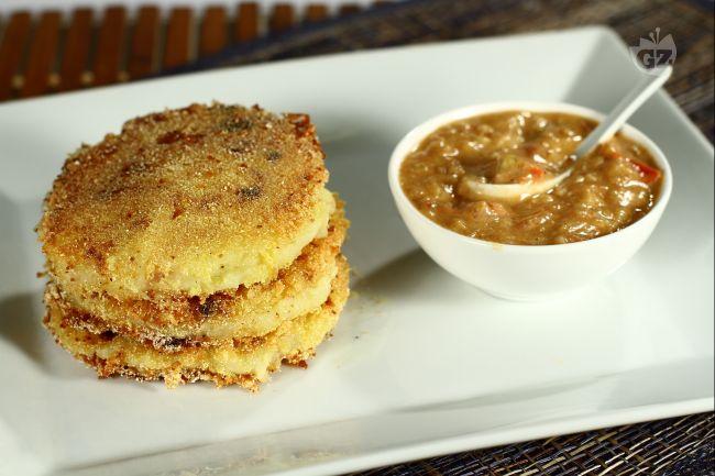 Tortine di patate con salsa di arachidi