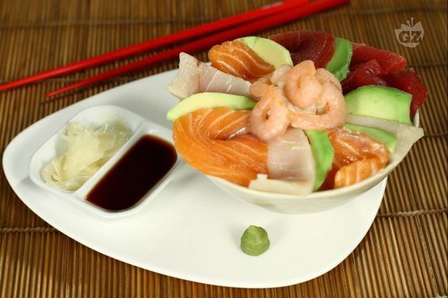 Ricetta cirashi sushi la ricetta di giallozafferano - Ricette cucina giapponese ...