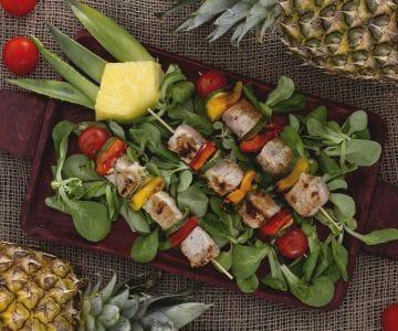 Spiedini marinati all'ananas