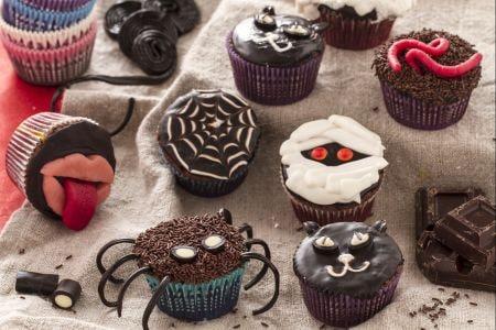 ricetta cupcakes mostruosi di halloween la ricetta di giallozafferano. Black Bedroom Furniture Sets. Home Design Ideas