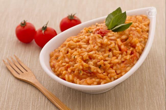 Ricetta risotto al pomodoro la ricetta di giallozafferano for Ricette risotti veloci