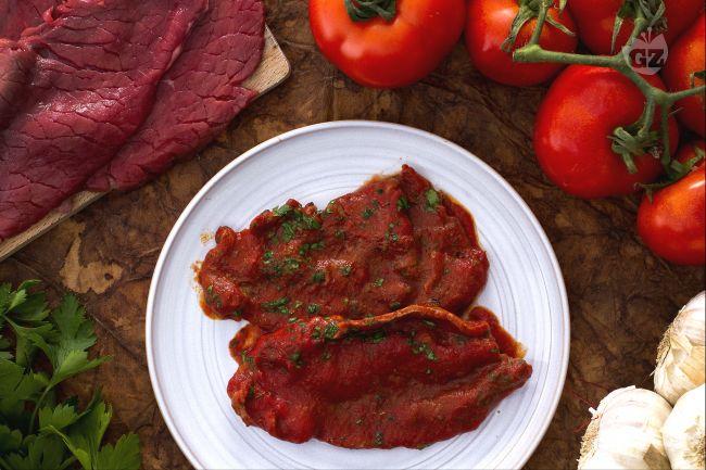 Ricetta carne alla pizzaiola la ricetta di giallozafferano for Ricette carne veloci