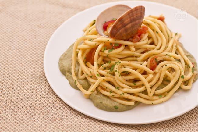 Ricetta bigoli con fasolari in letto di crema di carciofi for Cucina primi piatti di pesce