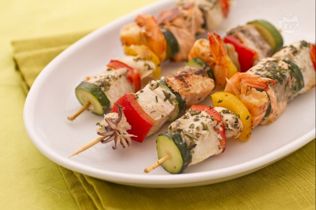 Ricetta spiedini di pesce la ricetta di giallozafferano for Decorazioni piatti gourmet