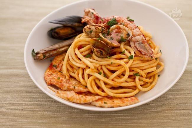 Ricetta pasta e pesce in guazzetto la ricetta di for Ricette bimby pesce primi piatti