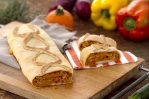Strudel di pasta di pane con verdure e robiola