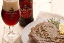 Braciole di maiale alla birra ed erbe aromatiche