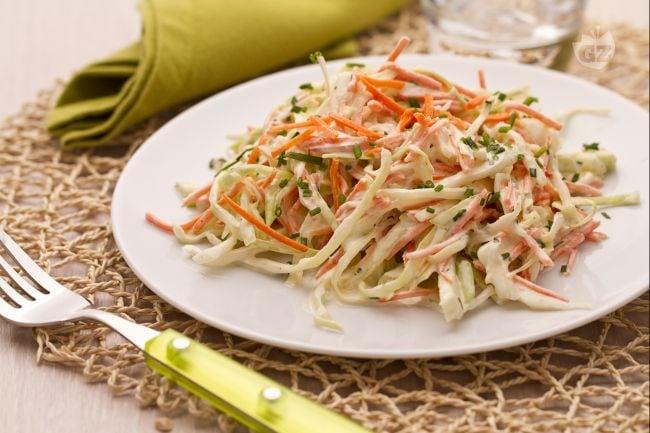 Ricetta insalata di cavolo e carote coleslaw la for Ricette insalate