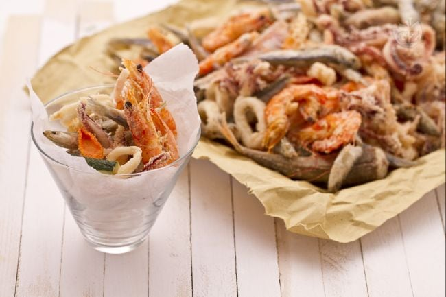 Ricetta fritto misto di pesce la ricetta di giallozafferano - Food network ricette a tavola con guy ...