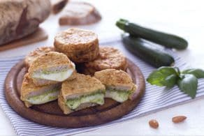 Mozzarella in carrozza al verde con pesto di zucchine e basilico