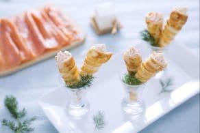 Ricetta Mini cornetti di sfoglia alla crema di salmone e formaggio fresco
